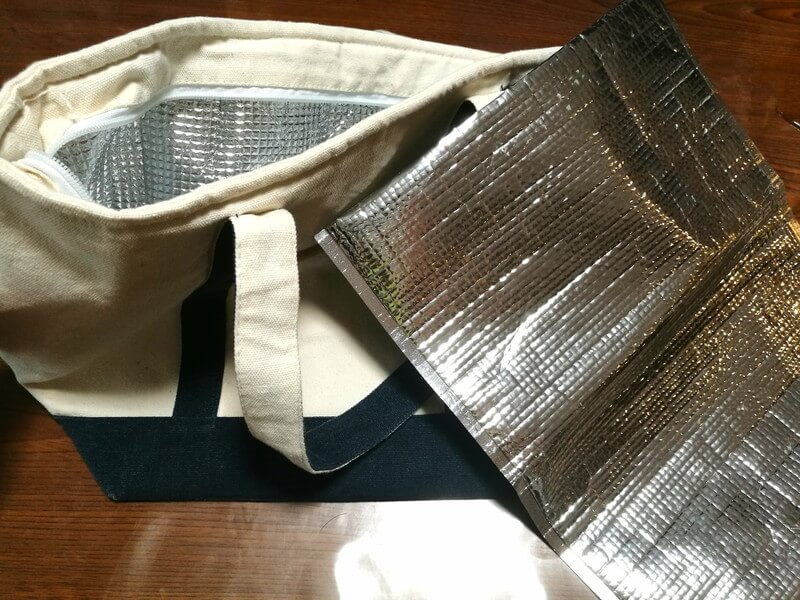 布の保冷バッグと簡易的な保冷バッグ