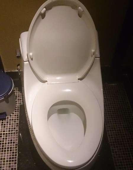 広州の洋式のトイレ